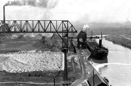 Freighter Negaunee delivering ore, 1933